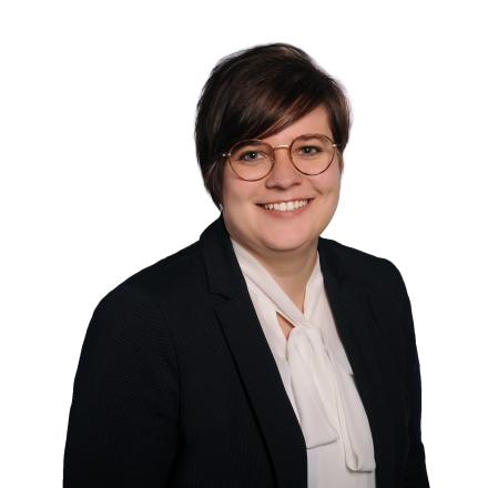 Prüfungsleiterin Ellen Dickel